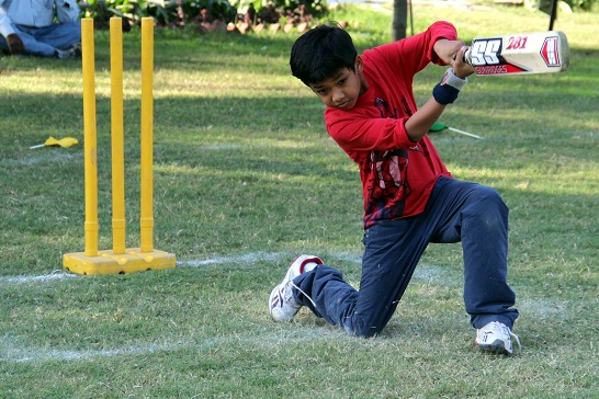 gully-cricket-indian-kid-cricketer