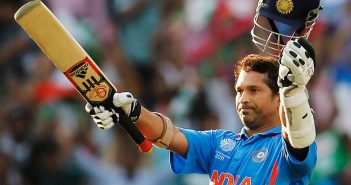 Sachin Tendulkar acknowledging the crowd