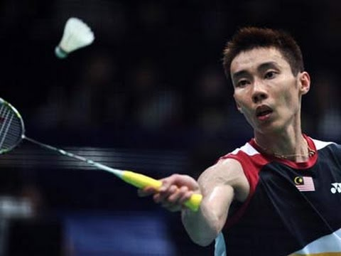 lee chong wei holding a badminton racket