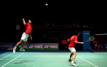 playing badminton wallpaper