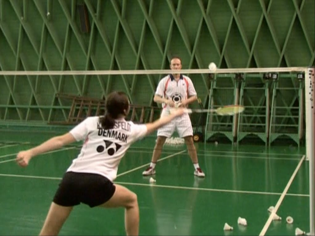 slicing net shots in badminton