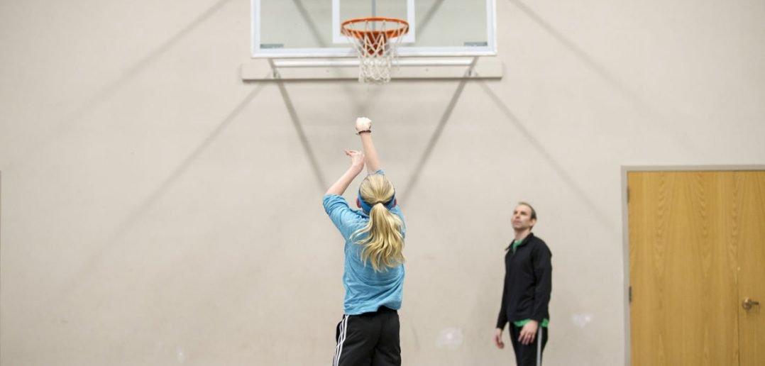 girl free throw shooting