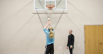 girl free throw shooting